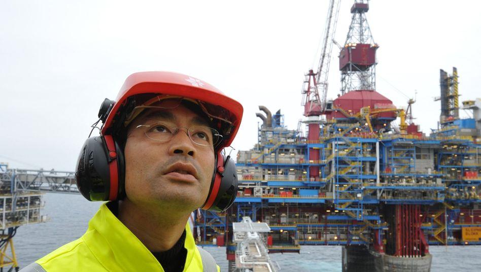 FDP-Chef Rösler (auf einer Gasförderplattform in der Nordsee): Verharren im Umfragekeller
