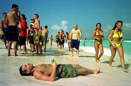 Spring Break: Nach Unmengen Bier braucht Josh, 22, eine Pause am Strand