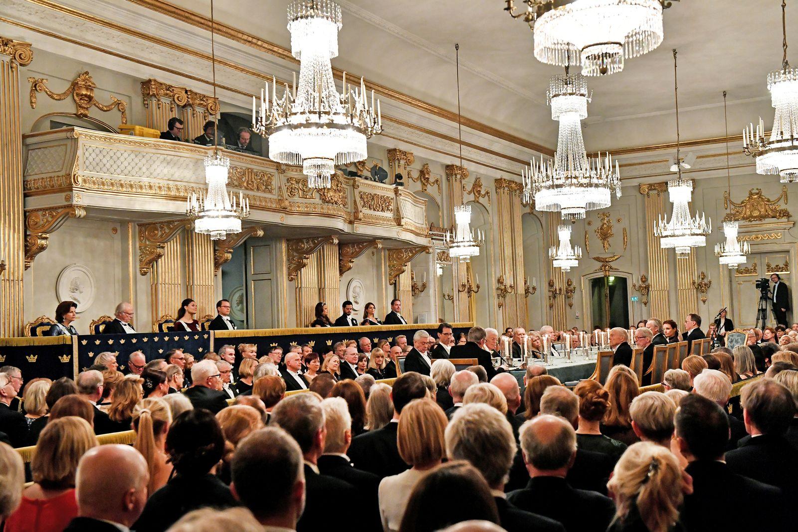 EINMALIGE VERWENDUNG Schwedische Akademie/ Tisch