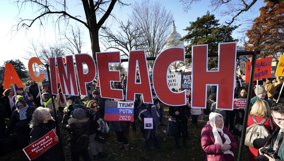 Impeachment-Befürworter vor dem Kapitol in Washington