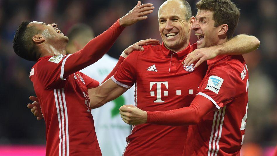 Bayerns Thiago (von links), Arjen Robben und Thomas Müller