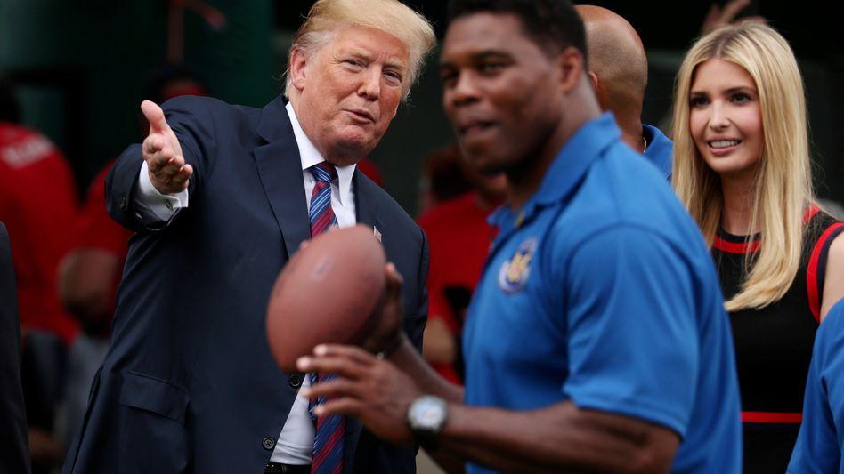 Donald Trump, Ex-NFL-Star Herschel Walker (v.)