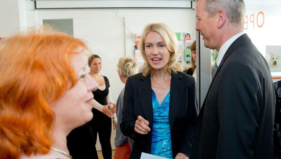 Manuela Schwesig (M.) beim Prostituierten-Selbsthilfeprojekt Opera: Die Ministerin setzt auf Opferschutz