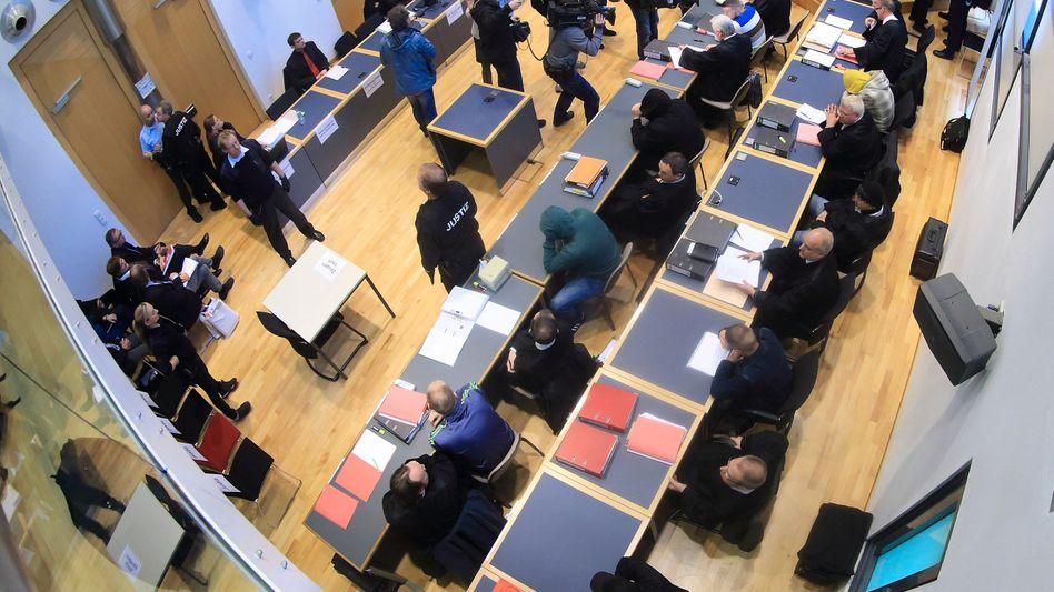 Landgericht Magdeburg: Neun Neonazis angeklagt