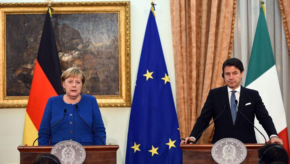 """Regierungschefs Angela Merkel, Giuseppe Conte: Historiker kritisieren die """"Verzerrung von Geschichte"""""""