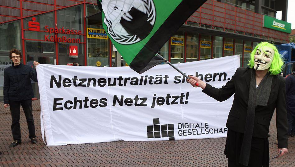 Protest für Netzneutralität bei der Telekom (Mai 2013): Vorfahrt für zahlende Firmen?