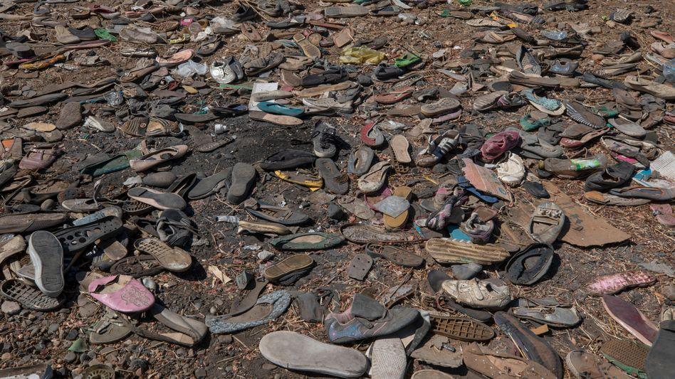 Stummes Zeugnis: Zurückgelassene Schuhe von Geflüchteten in Tigray