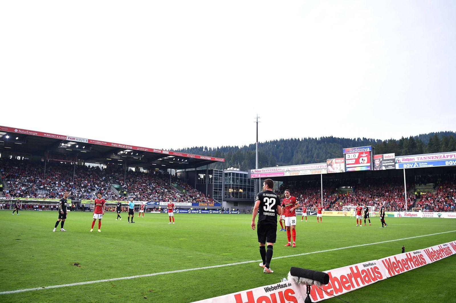 Fußball 1. Bundesliga 6. Spieltag SC Freiburg - FC Augsburg am 26.09.2021 im Dreisamstadion Stadion in Freiburg Innenan