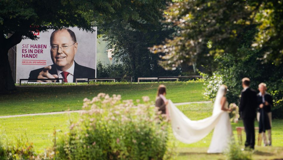 Despite Sunday's debate, SPD candidate Peer Steinbrück is no more popular than before.