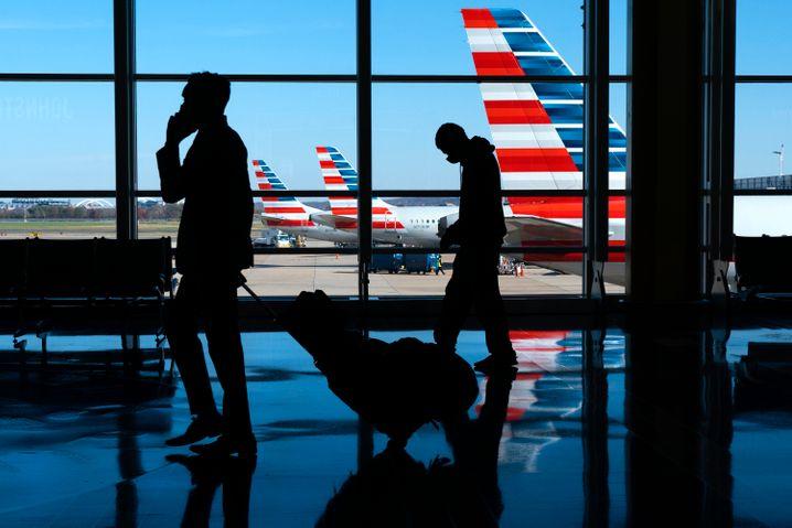 Passagiere am Flughafen in Arlington