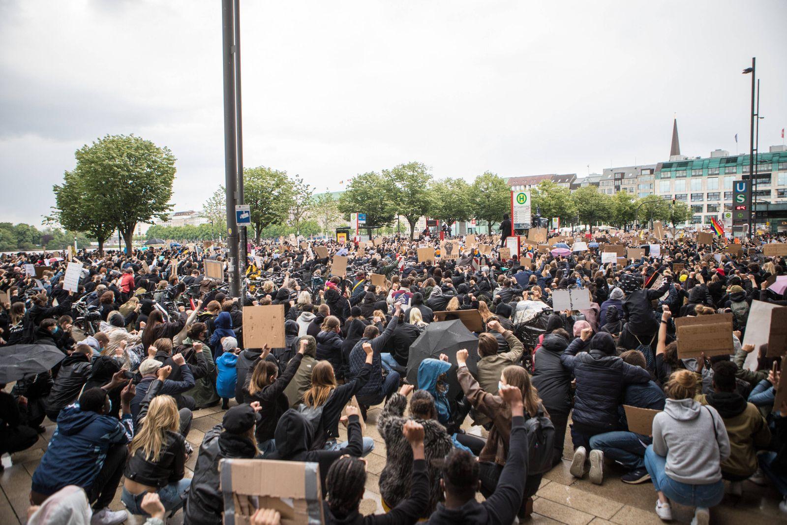 Demonstration: Nein zu Rassismus! - Gemeinsam sind wir Stark 06.06.20 - Hamburg: Demonstration: Nein zu Rassismus! - Ge