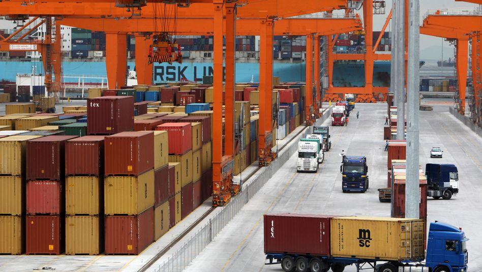Verladestation im Hafen von Piräus: Tankfüllung nur gegen Bargeld