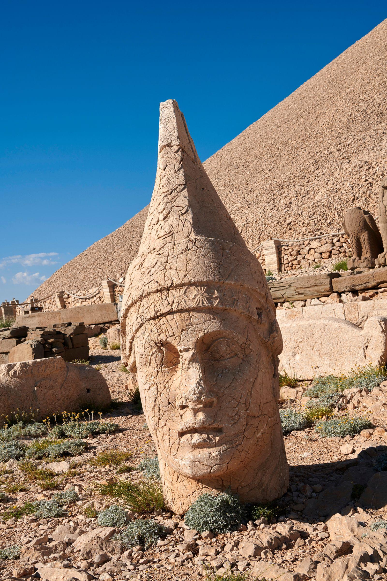 Statue head of Antiochus, the 62 BC Royal Tomb of King Antiochus I Theos of Commagene, west Terrace, Mount Nemrut or Nemrud Dagi summit, near Adıyaman, Turkey. (Funkystock)