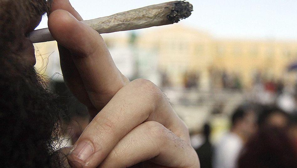 Konsum auf dem Cannabis-Festival in Athen: Kommt die Legalisierung in Deutschland?