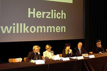 Podium in Lyon*: Majoritär deutsche Diskussion