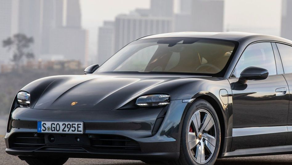Der Porsche Taycan Turbo muss laut US-Tests deutlich früher an die Ladebuchse, als von Porsche versprochen