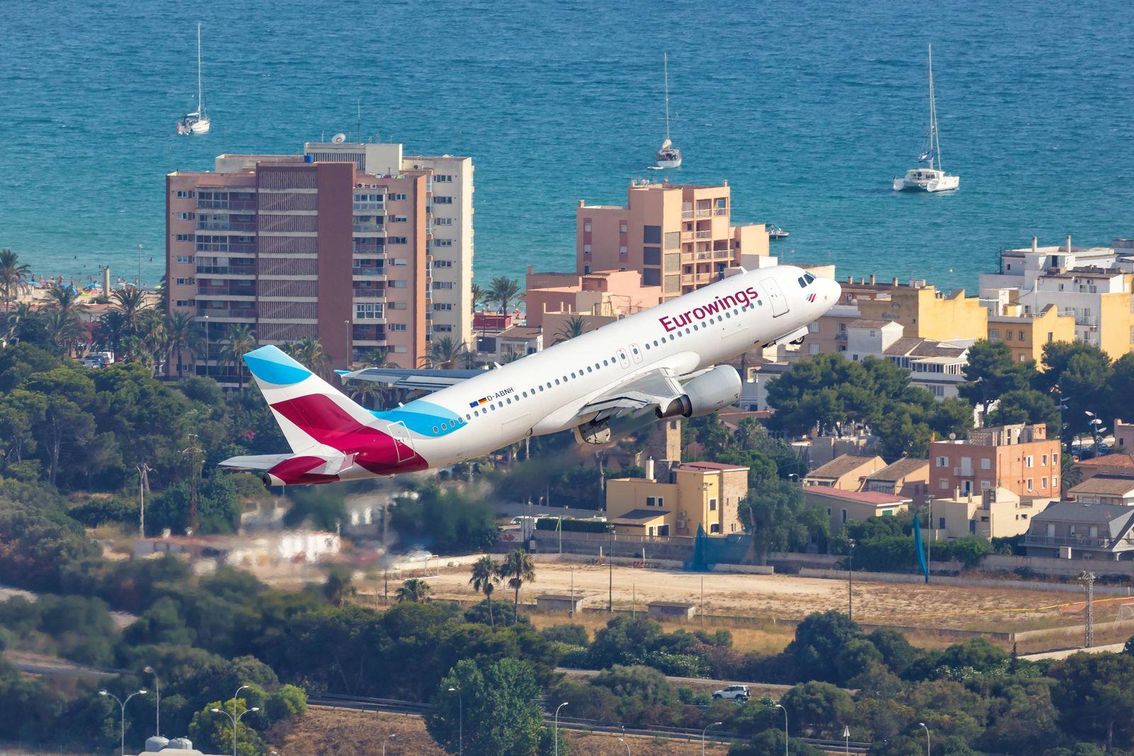 Eurowings Airbus A320 Flugzeug Flughafen Palma de Mallorca Luftbild Palma de Mallorca Spanien 21