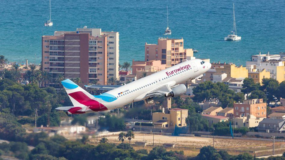 Eurowings-Flieger am Flughafen von Palma de Mallorca