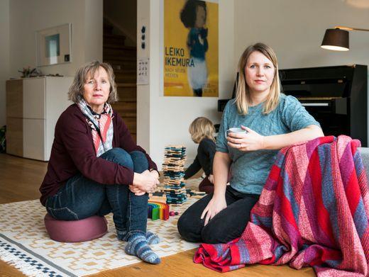 Marion und Julia Stanek mit Kind