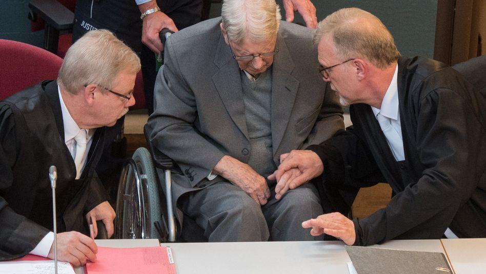 """Urteil im Auschwitz-Prozess: """"Sie haben zugesehen, wie Menschen in Gaskammern ermordet wurden"""""""