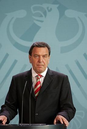 Kanzler Schröder: Neuwahlen im Herbst