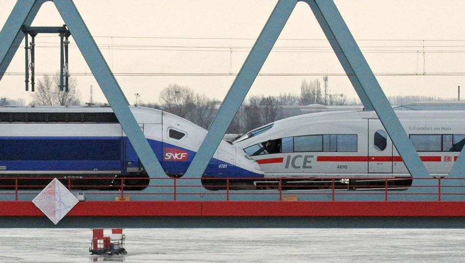 Alstom-TGV und Siemens-ICE auf einer Rheinbrücke