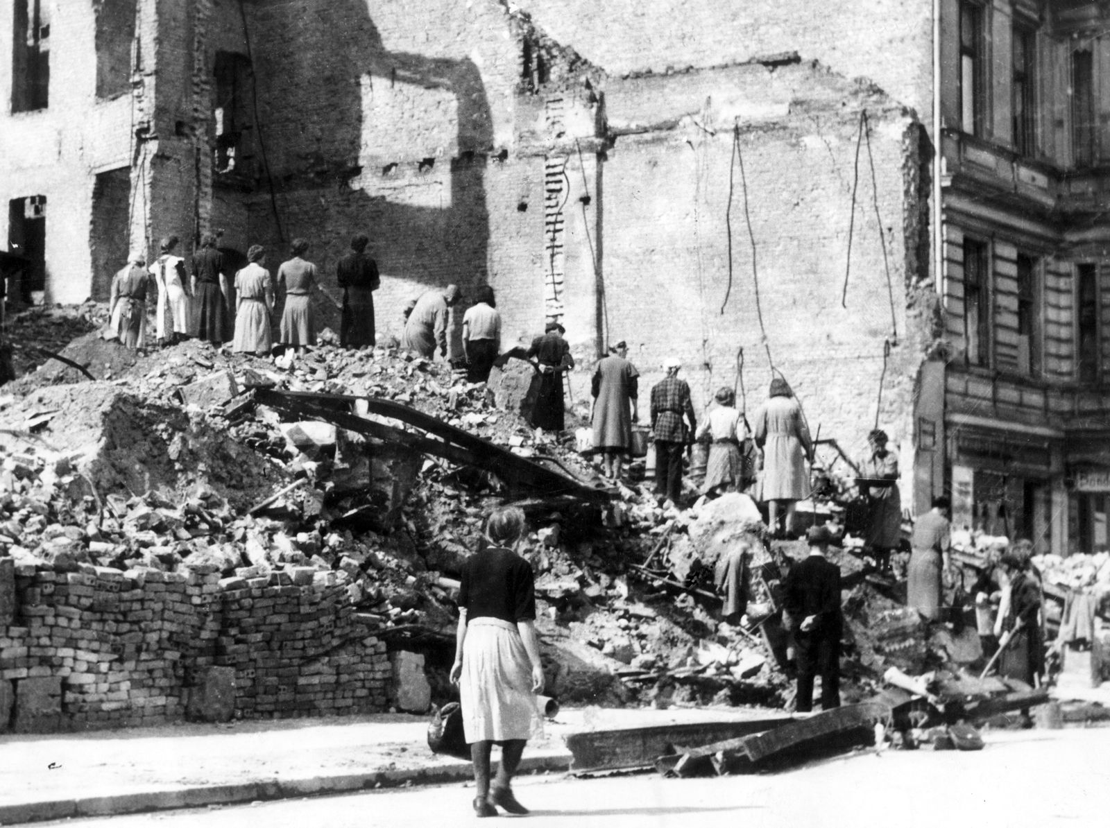 Zweiter Weltkrieg - Trümmerfrauen in Berlin