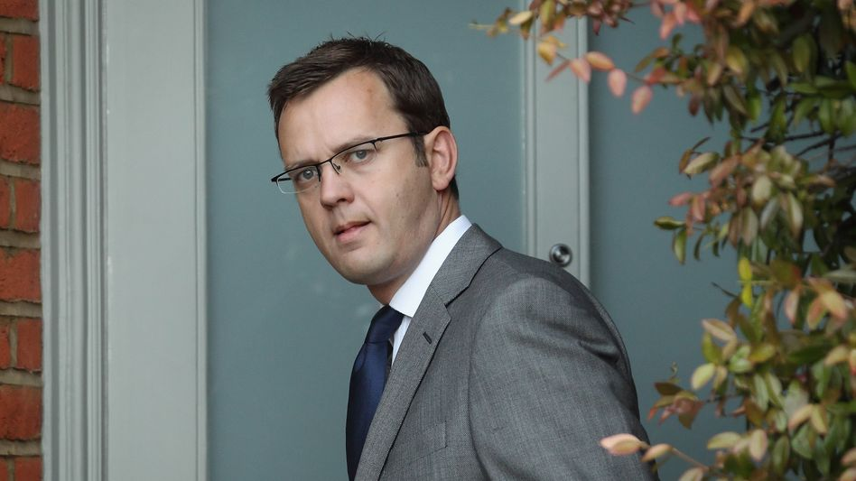 Andy Coulson: Camerons Berater im Visier der Opposition