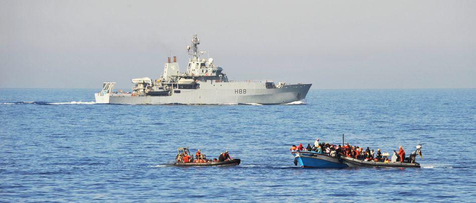 Flüchtlingsboote im Mittelmeer: Lebensgefährliche Überfahrt