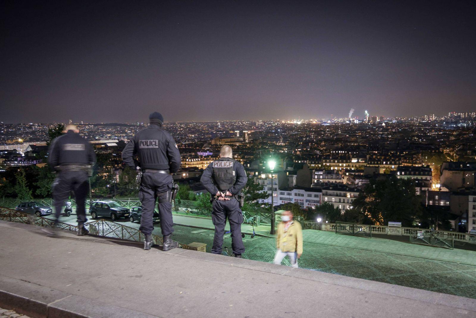 aris, FRANCE, le 17 septembre 2020 - Premiere soiree de couvre feu a 21 heures mis en place par les autorites pour enray