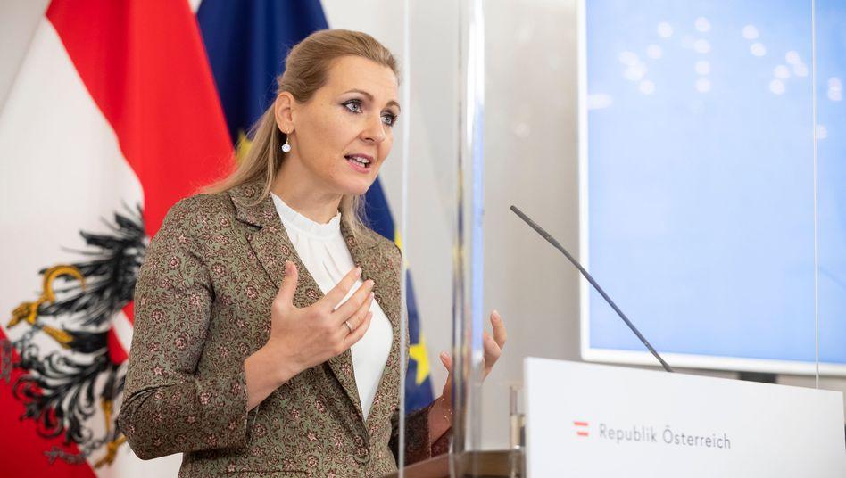 Arbeitsministerin Aschbacher im Dezember