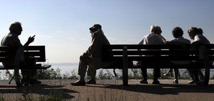 Rentner am Gardasee: Altersbezüge sollen langsamer steigen