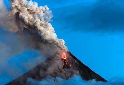 Ausbruch des Vulkans Mayon auf den Philippinen