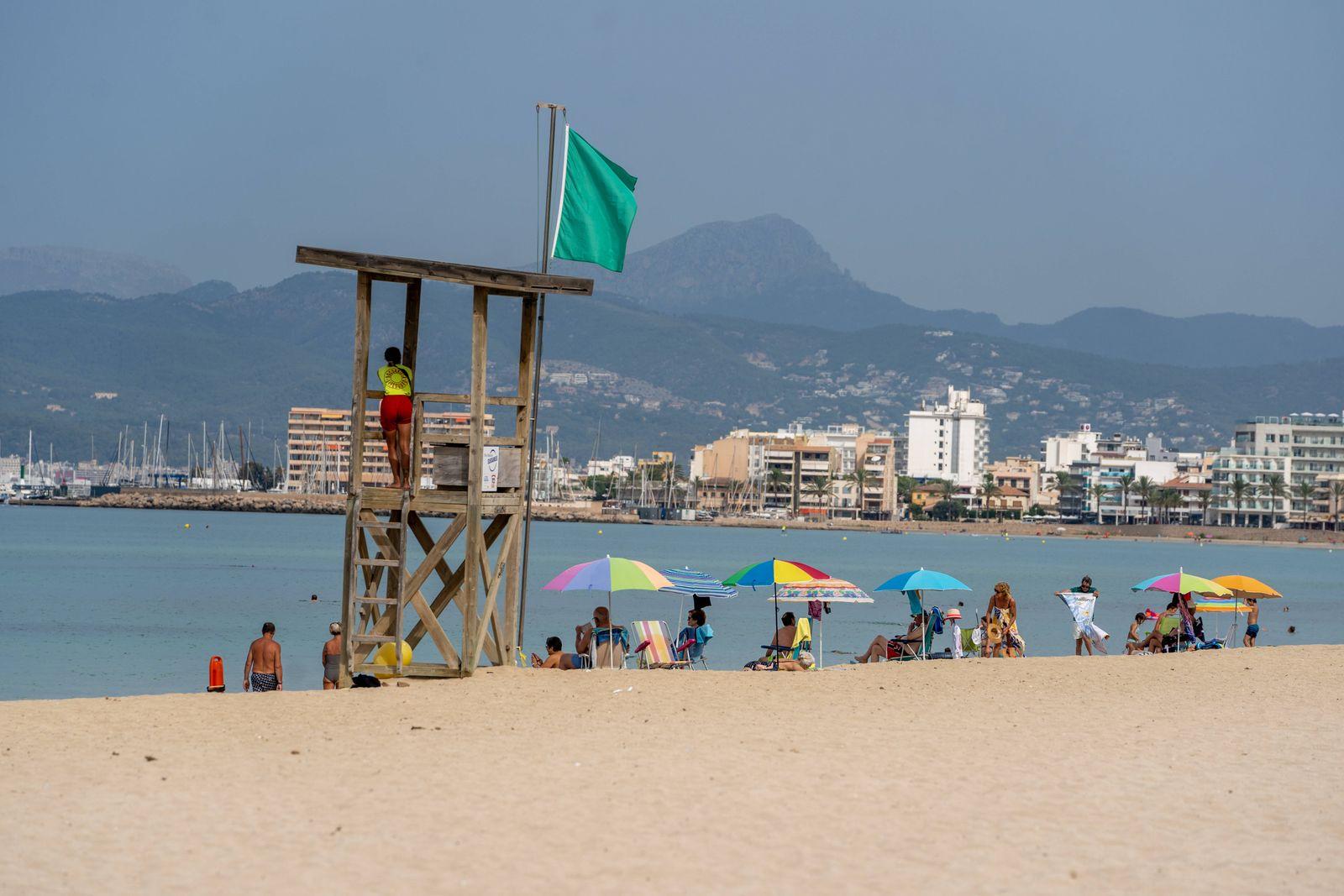 Leerer Strand an der Playa de Palma während der Hochsaison 2020;Leerer Strand an der Playa de Palma während der Hochsai