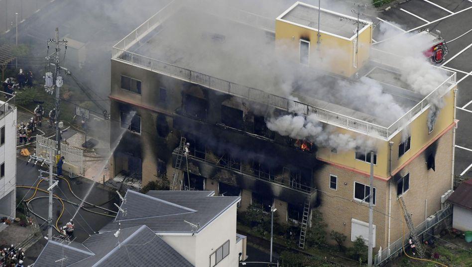 Großeinsatz für die Feuerwehr in Kyoto - ein Anime-Studio steht in Flammen