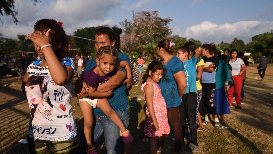 Flüchtlinge auf dem Weg zur US-Grenze