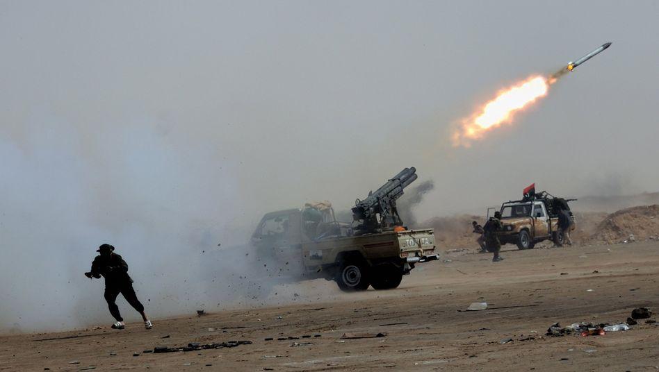 Raketenabschuss der Rebellen bei Adschdabija: Mit Luftangriffe allein nicht zu gewinnen