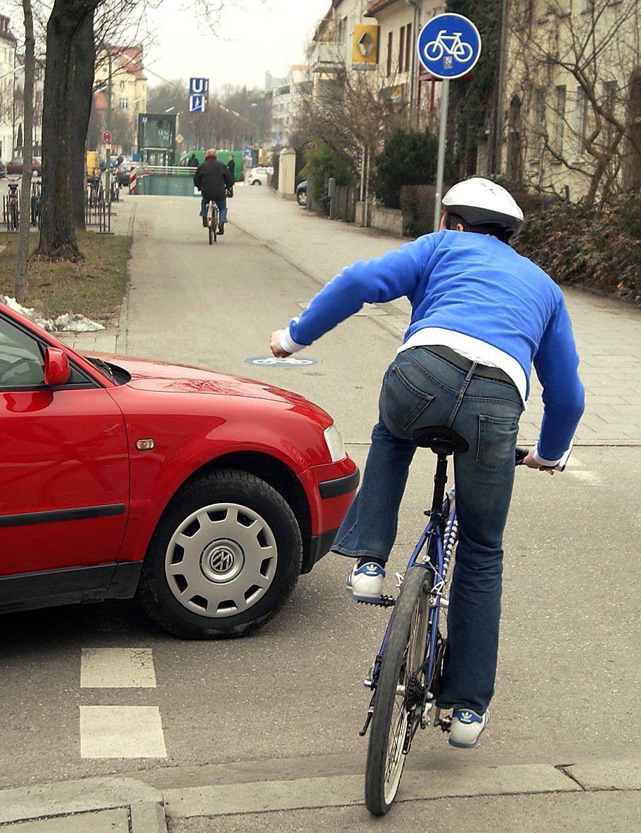 Radfahrer / Autofahrer im Clinch