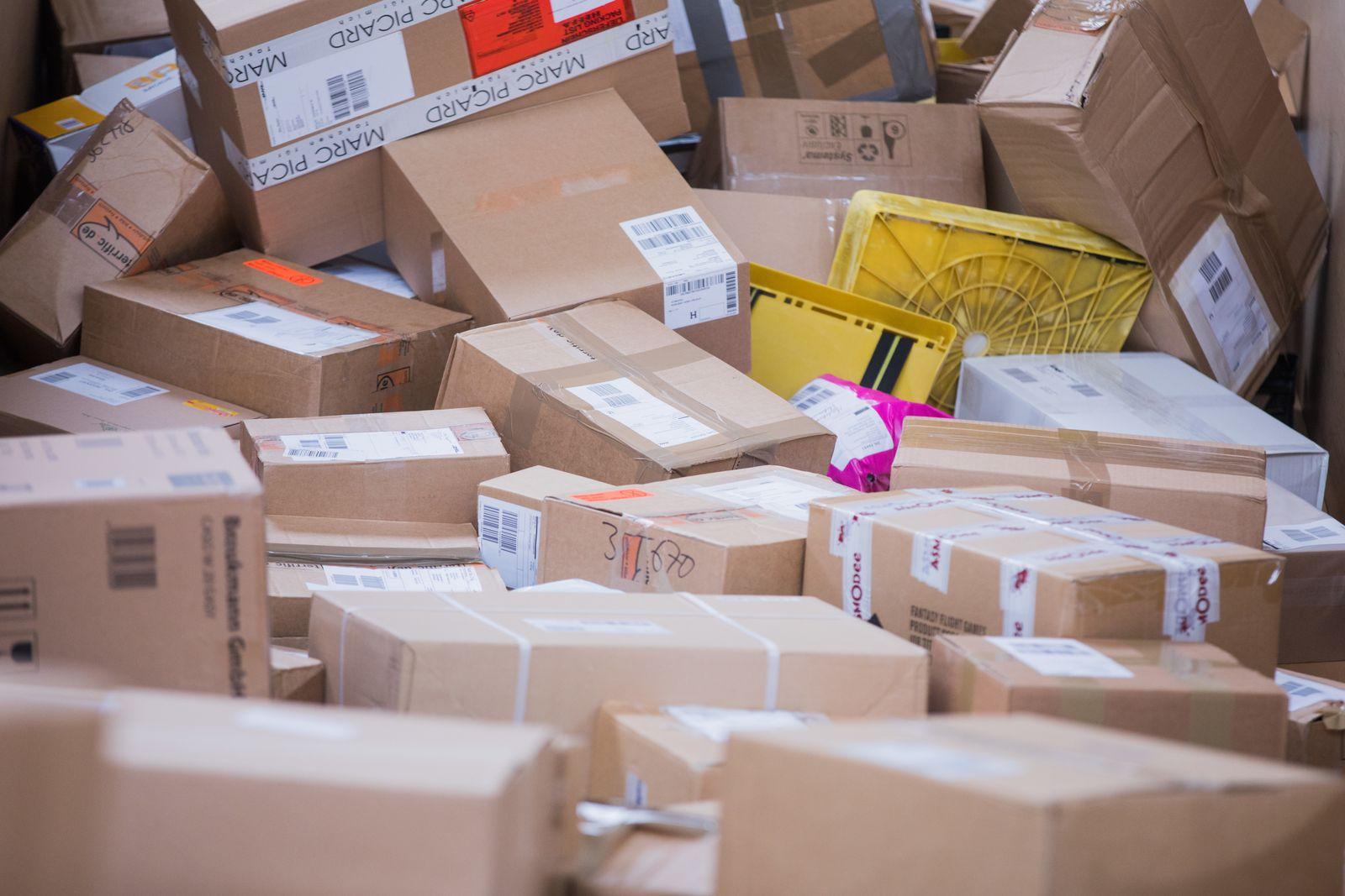 Post-Paketdienst / Pakete Post