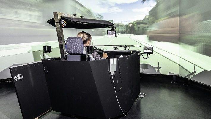Labortest LabortestDer Simulator erfasst Reaktionszeiten, Herzschläge, Schweißausbrüche. Der Simulator erfasst Reaktionszeiten, Herzschläge, Schweißausbrüche.