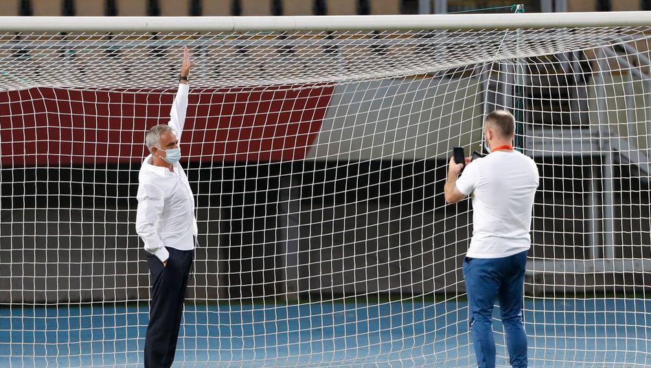 Ist José Mourinho gewachsen? Nein, die Tore in Skopje waren einfach zu klein