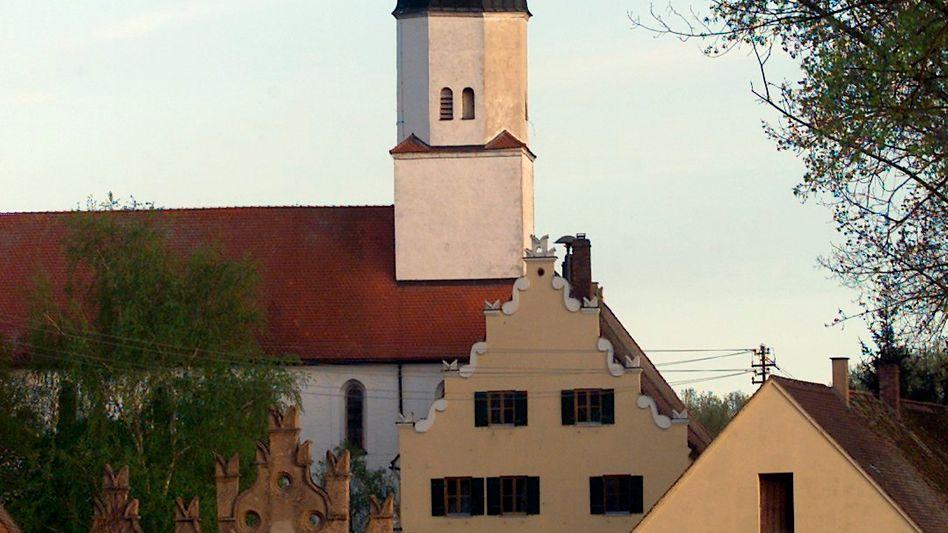 """Gut Klosterzimmern bei Deiningen: Hier wohnt die Religionsgemeinschaft """"Zwölf Stämme"""""""