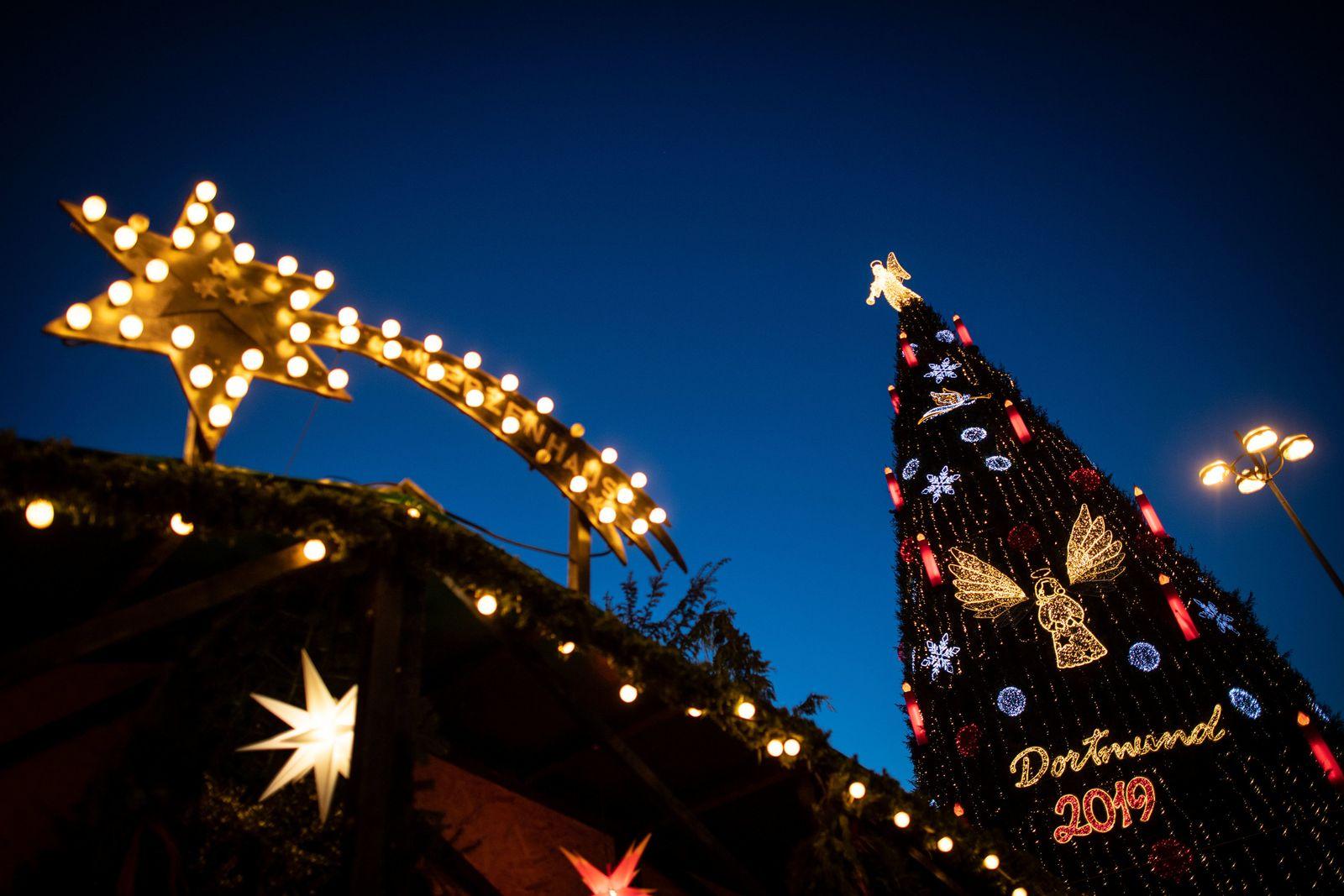 EINMALIGE VERWENDUNG Weihnachtsbaum in Dortmund