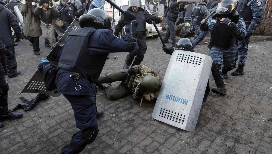 """Prügelnde Polizisten in Kiew: """"Die Polizeigewalt hat die Leute erst richtig wütend gemacht."""""""