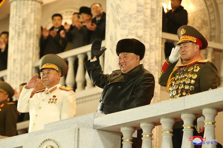 Kim Jong Un nimmt die Militärparade ab: Sorge wegen der Unzufriedenheit im Land