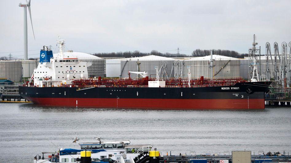 Der Tanker M/T Mercer Street im Hafen von Rotterdam (Archivfoto)