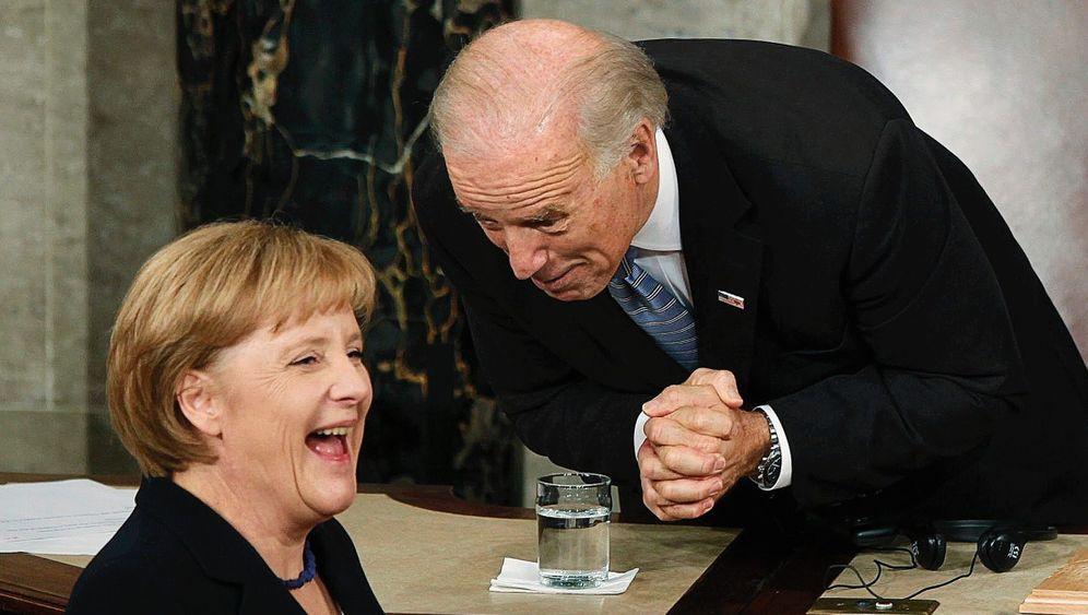 Kanzlerin Merkel, Demokrat Biden im November 2009 im US-Kongress in Washington:Geradezu mit Charme überschüttet