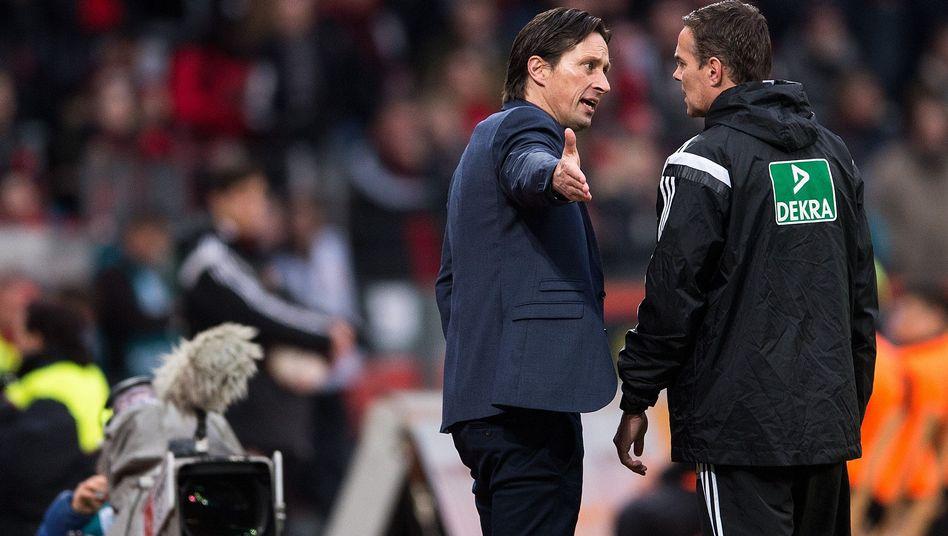 """Leverkusens Trainer Schmidt (l.): """"Ich versuche, daraus zu lernen"""""""