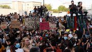 Tausende protestieren in Paris gegen Polizeigewalt