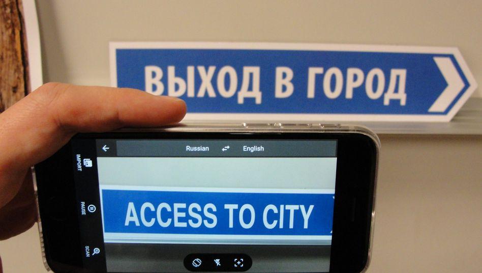 Google-App im Praxiseinsatz: Hier wird ein Straßenschild übersetzt, das Ergebnis erscheint direkt auf dem Bildschirm